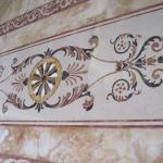 Мраморный пол и стены