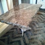 Журнальный столик с кованными ножками из мрамора