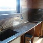Столешница для кухни из травертина