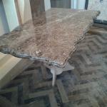 Столешница из коричневого мрамора