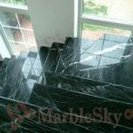 мраморная лестница из черного камня